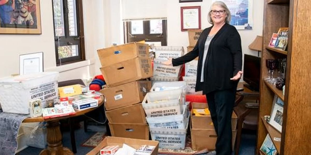 State senator receives about 1,700 decks of cards after comments about nurses