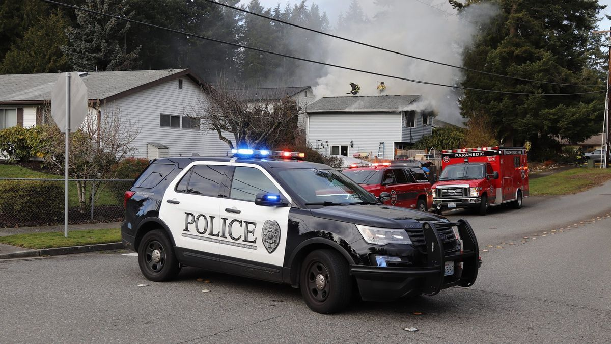 2-alarm fire displaces family, pets in Lynnwood