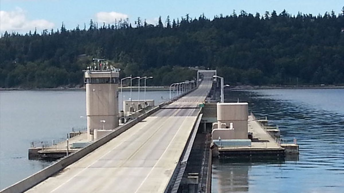 Hood Canal Bridge reopens after closure for high winds