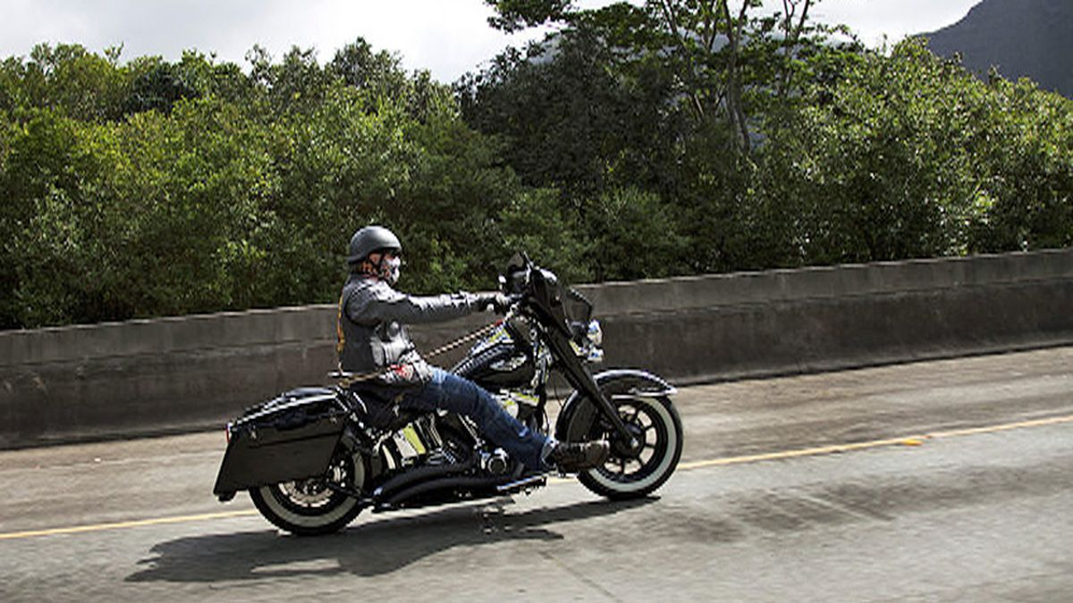 Should lawmakers OK lane-splitting for motorcycle riders?