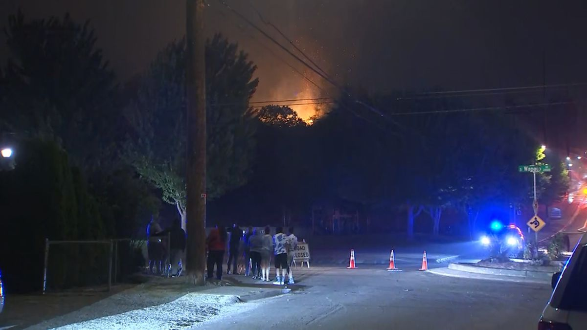 Fire erupts in Tacoma's Wapato Hills Park, threatening nearby homes